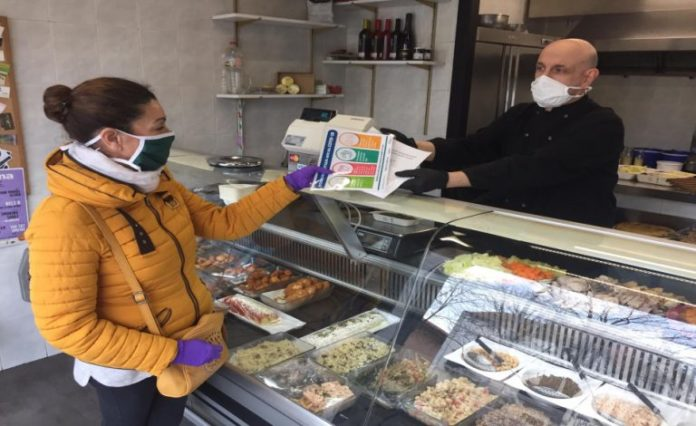 L'Ajuntament de Salt distribueix mascaretes als establiments